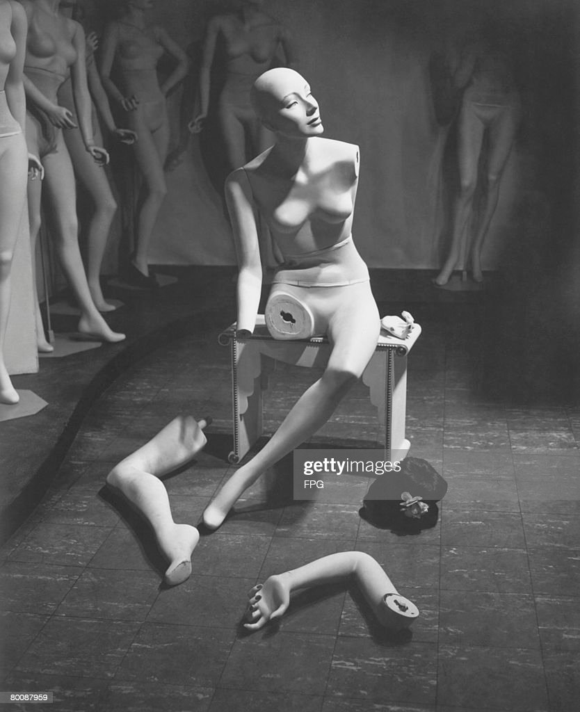 Mannequin with leg and arm removed : Stock Photo