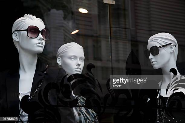 Mannequins in the shop window