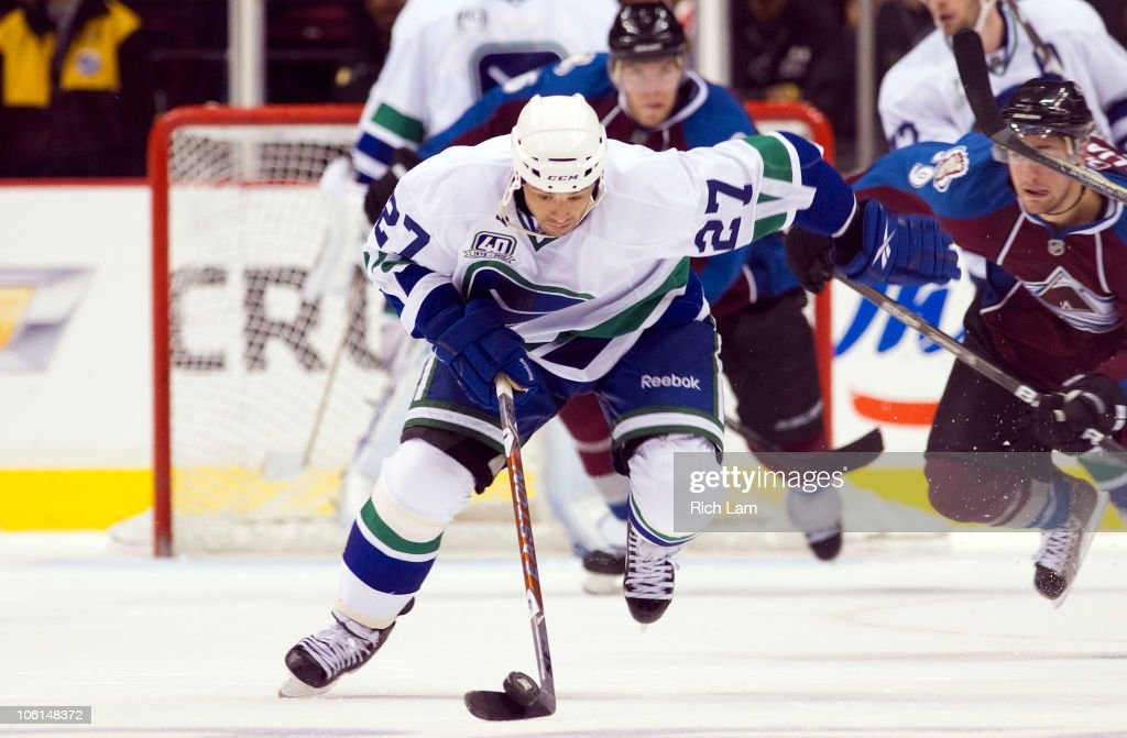 <a gi-track='captionPersonalityLinkClicked' href=/galleries/search?phrase=Manny+Malhotra&family=editorial&specificpeople=204479 ng-click='$event.stopPropagation()'>Manny Malhotra</a> #27 of the Vancouver Canucks breaks up ice with the puck during the third period in NHL action against the Colorado Avalanche on October 26, 2010 at Rogers Arena in Vancouver, British Columbia, Canada.