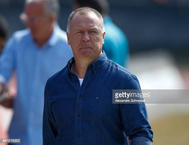 Mano Menezes head coach enter the field before the match between Sao Paulo and Cruzeiro for the Brasileirao Series A 2017 at Morumbi Stadium on...