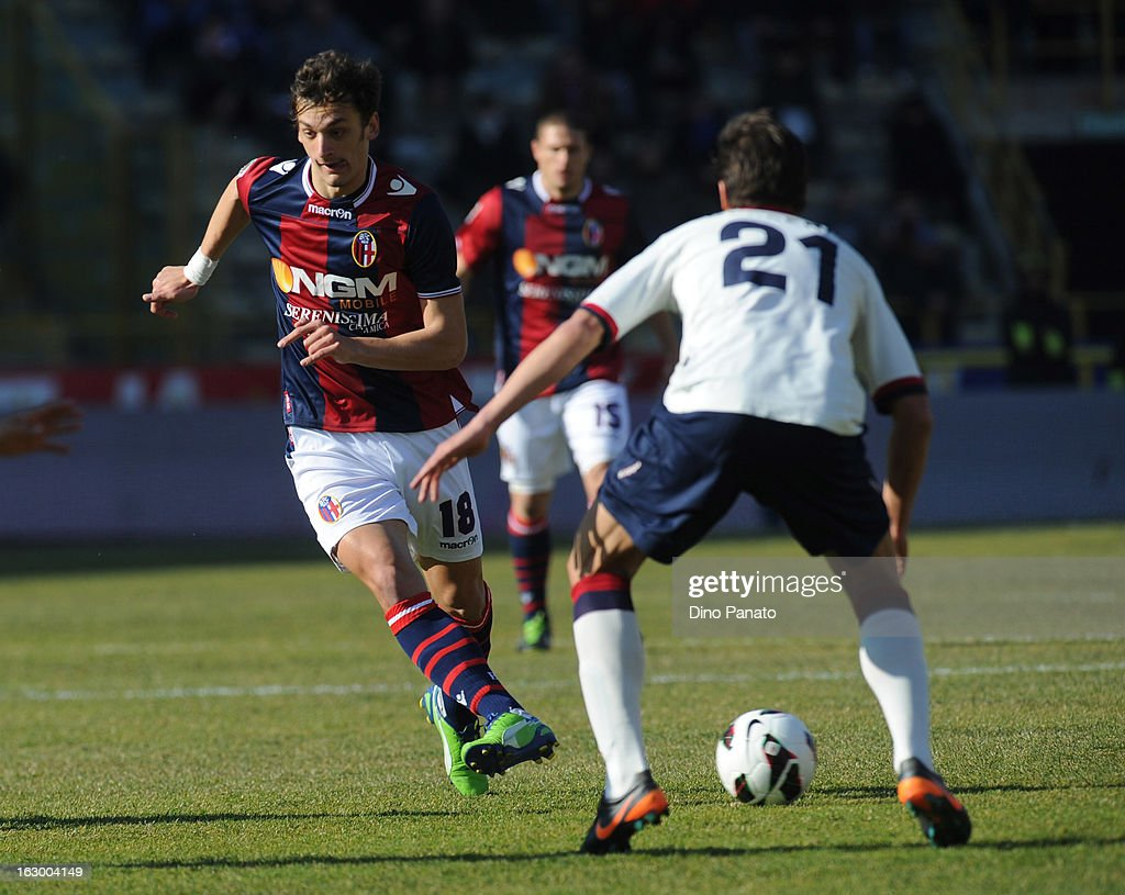 Manolo Gabbiadini (L) of Bologna FC competes with <a gi-track='captionPersonalityLinkClicked' href=/galleries/search?phrase=Daniele+Dessena&family=editorial&specificpeople=728068 ng-click='$event.stopPropagation()'>Daniele Dessena</a> of Cagliari Calcio during the Serie A match between Bologna FC and Cagliari Calcio at Stadio Renato Dall'Ara on March 3, 2013 in Bologna, Italy.