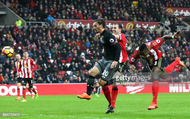 Manolo Gabbiadini of Southampton scores the opening goal during the Premier League match between Sunderland and Southampton at Stadium of Light on...