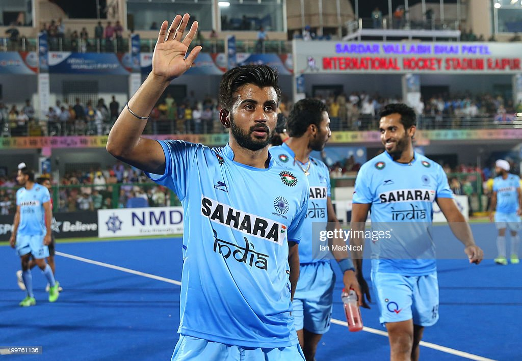 <a gi-track='captionPersonalityLinkClicked' href=/galleries/search?phrase=Manpreet+Singh+-+Field+Hockey+Player&family=editorial&specificpeople=16029378 ng-click='$event.stopPropagation()'>Manpreet Singh</a> of India leads the celebration during the match between India and Great Britain on day seven of The Hero Hockey League World Final at the Sardar Vallabh Bhai Patel International Hockey Stadium on December 03, 2015 in Raipur, India.