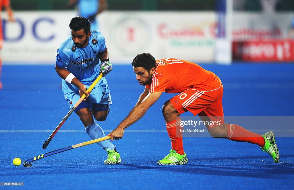 <a gi-track='captionPersonalityLinkClicked' href=/galleries/search?phrase=Manpreet+Singh+-+Field+Hockey+Player&family=editorial&specificpeople=16029378 ng-click='$event.stopPropagation()'>Manpreet Singh</a> of India runs with the ball during the match between Netherlands and India on day ten of The Hero Hockey League World Final at the Sardar Vallabh Bhai Patel International Hockey Stadium on December 06, 2015 in Raipur, India.