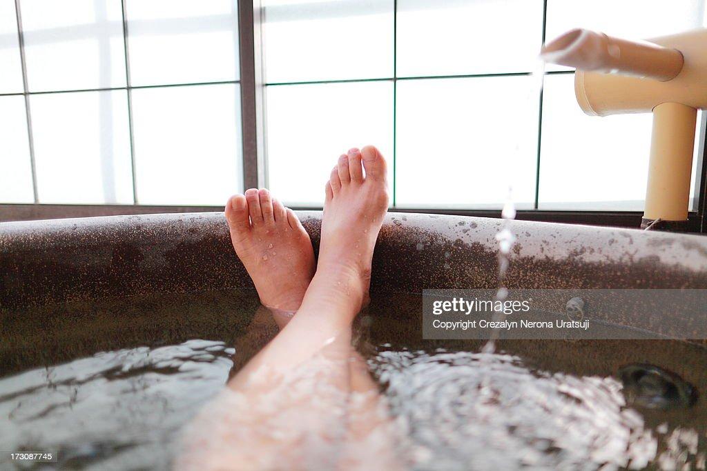 Man's close up feet in Roten buro
