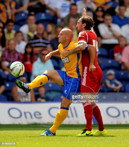 Mansfield Town's Adam Murray and Nottingham Forest's Jonathan Greening battle for the ball