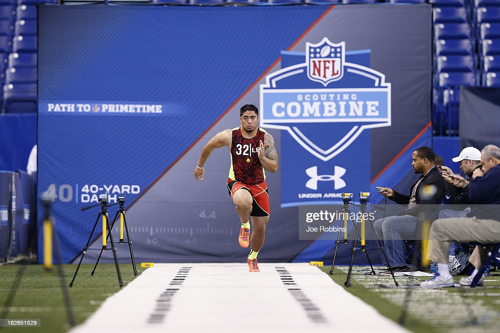 Manti Te'o of Notre Dame runs the 40-yard dash during the 2013 NFL Combine at Lucas Oil Stadium on February 25, 2013 in Indianapolis, Indiana.