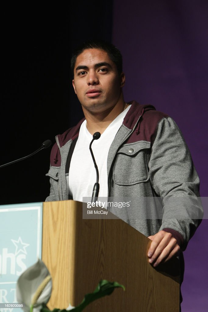 Manti Te'o winner of the Maxwell Award for best Collegiate Player of the Year and winner of the Chuck Bednarik Award for the Collegiate Defensive Player of the Year attends the Maxwell Football Club Awards Dinner Press Conference on March 1, 2013 in Atlantic City, New Jersey.