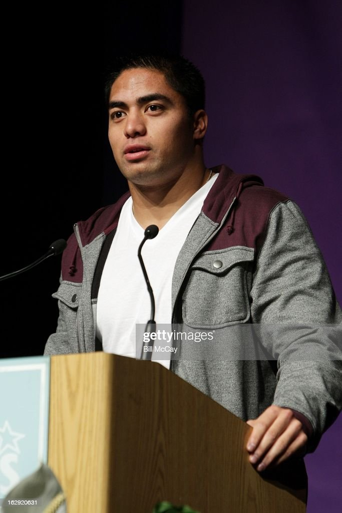 Manti Te'o winner of the Maxwell Award for best Collegiate Player of the Year and winner of the Chuck Bednarik Award for the Collegiate Defensive Player of the Year attend the Maxwell Football Club Awards Dinner Press Conference on March 1, 2013 in Atlantic City, New Jersey.