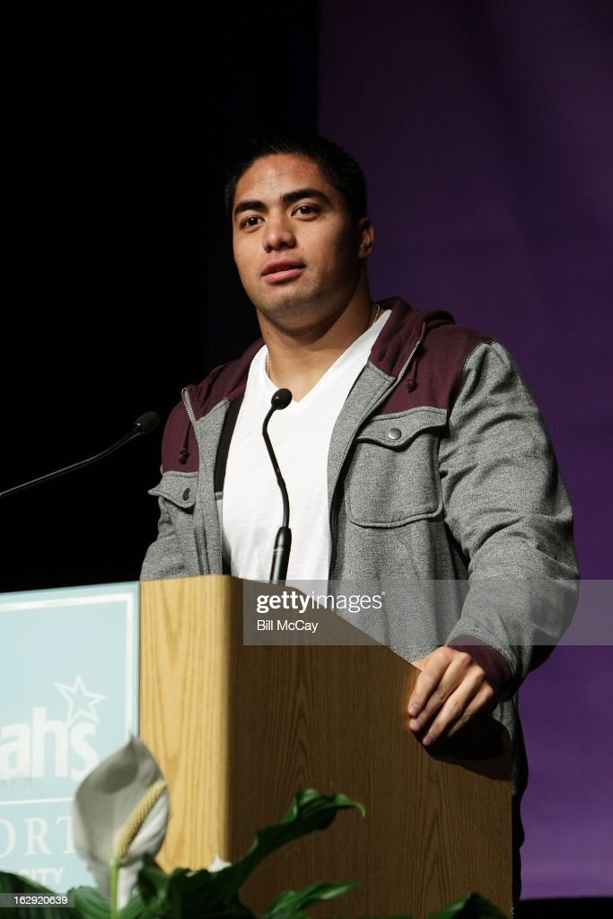 <a gi-track='captionPersonalityLinkClicked' href=/galleries/search?phrase=Manti+Te%27o&family=editorial&specificpeople=5654571 ng-click='$event.stopPropagation()'>Manti Te'o</a> winner of the Maxwell Award for best Collegiate Player of the Year and winner of the Chuck Bednarik Award for the Collegiate Defensive Player of the Year attend the Maxwell Football Club Awards Dinner Press Conference on March 1, 2013 in Atlantic City, New Jersey.