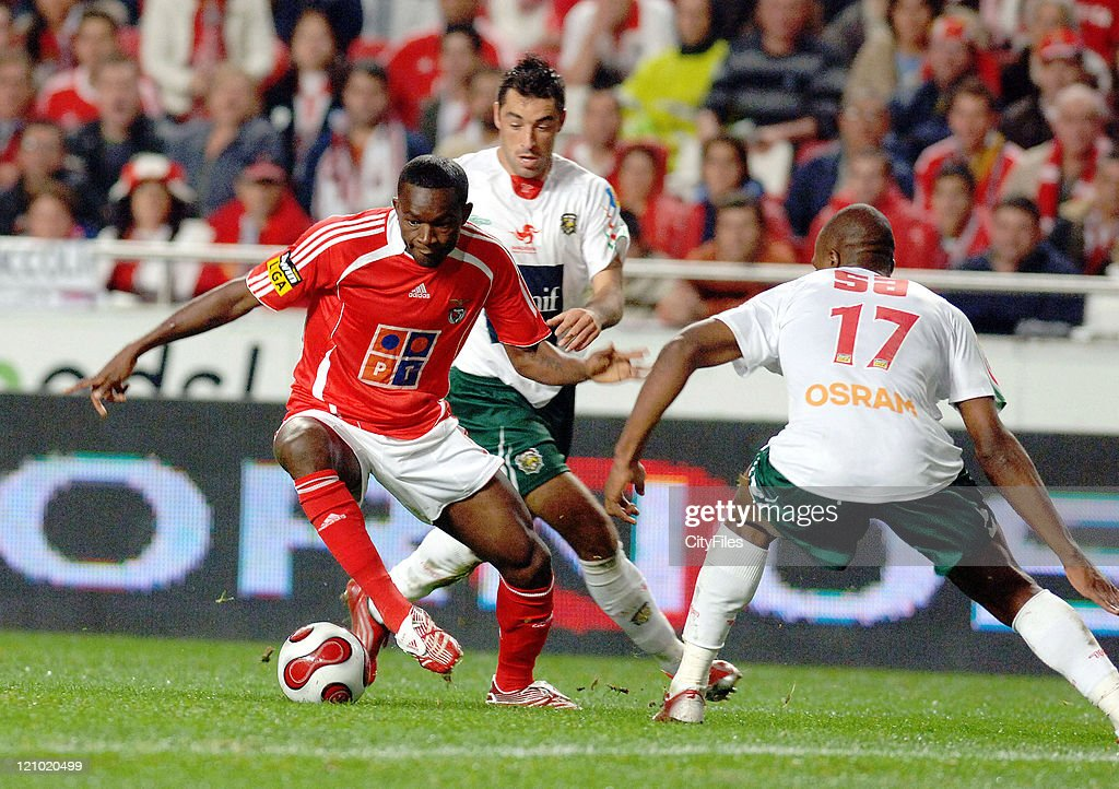 Mantorras of Benfica in action during the match between Maritimo and Benfica played at Estadio da Luz in Lisbon, Portugal on November 25, 2006.
