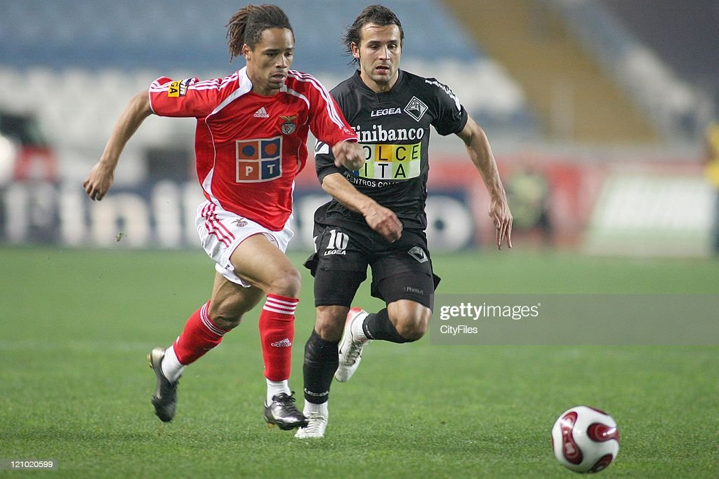 Manu and Filipe Teixeira during the Portuguese Bwin League match between Academica de Coimbra and Benfica, January 15, 2007.