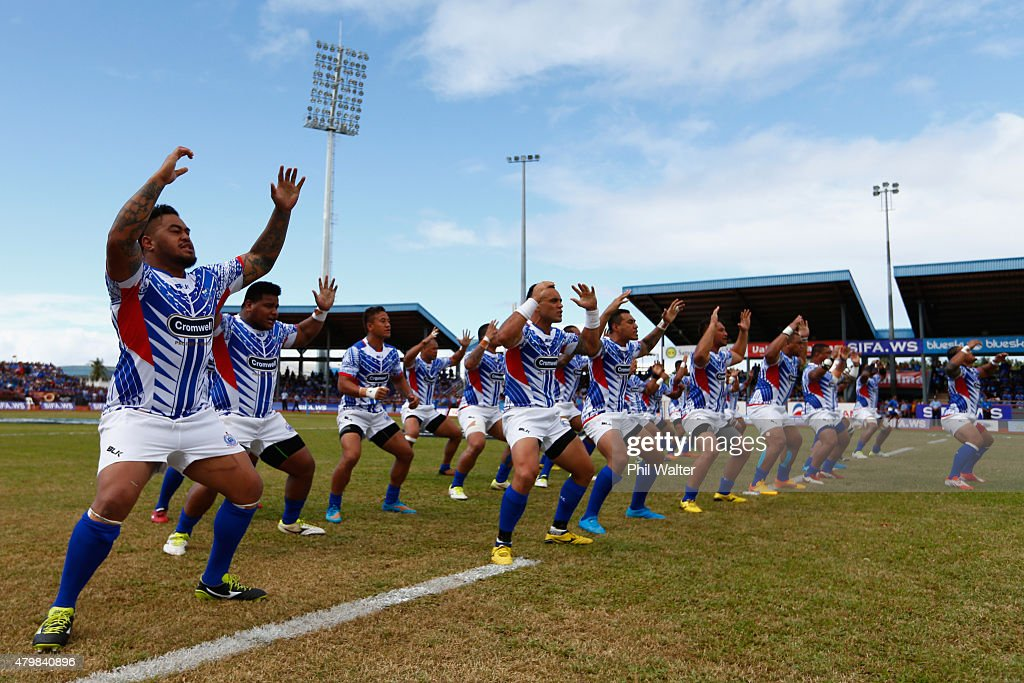 Manu Samoa perform the Siva Tau before the International Test match between Samoa and the New Zealand All Blacks at Apia Stadium on July 8 2015 in...