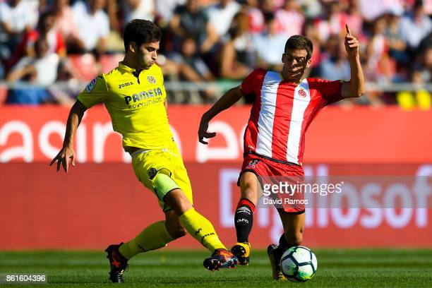 Manu Trigueros of Villarreal CF competes for the ball with Pere Pons of Girona FC during the La Liga match between Girona and Villarreal at Estadi de...