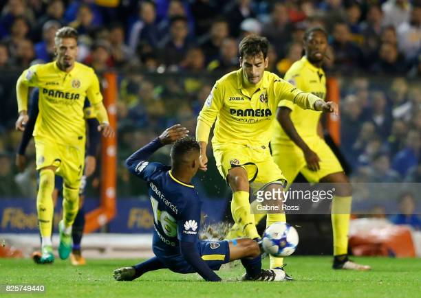 Manu Trigueros of Villarreal CF fights for the ball with Wilmar Barrios of Boca Juniors during the international friendly match between Boca Juniors...