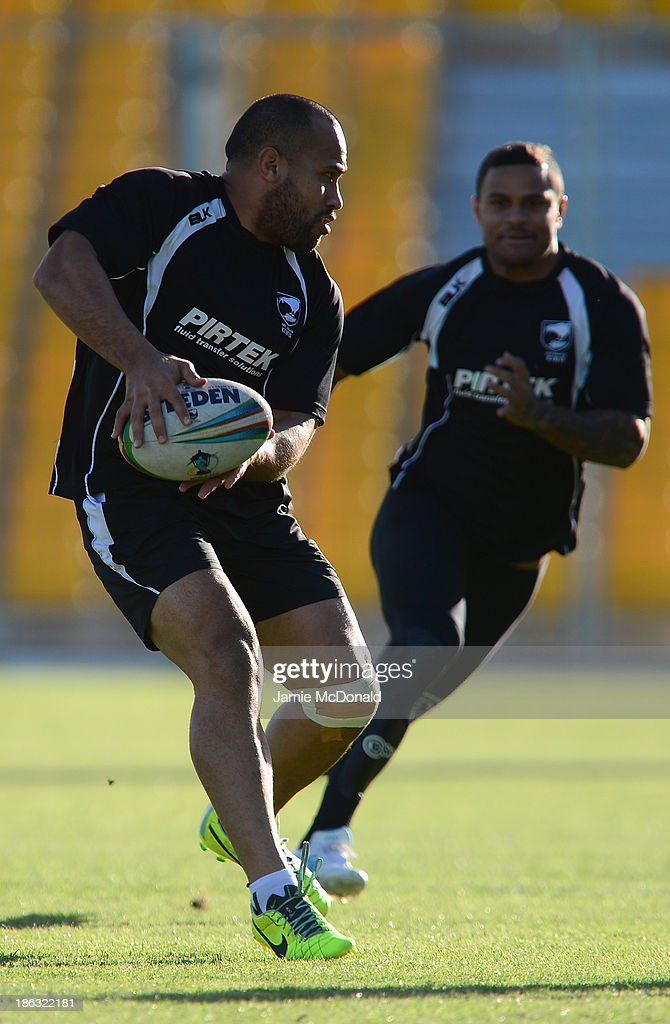 <a gi-track='captionPersonalityLinkClicked' href=/galleries/search?phrase=Manu+Vatuvei&family=editorial&specificpeople=540239 ng-click='$event.stopPropagation()'>Manu Vatuvei</a> of New Zealand carries the ball during a New Zealand training session at the Parc des Sports Stadium on October 30, 2013 in Avignon, France.