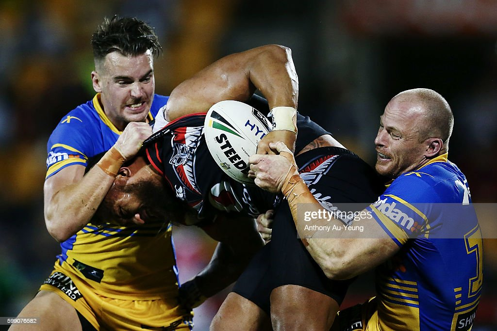 Manu Vatuvei of the Warriors is tackled by Clinton Gutherson and Beau Scott of the Eels during the round 26 NRL match between the New Zealand Warriors and the Parramatta Eels at Mt Smart Stadium on September 4, 2016 in Auckland, New Zealand.