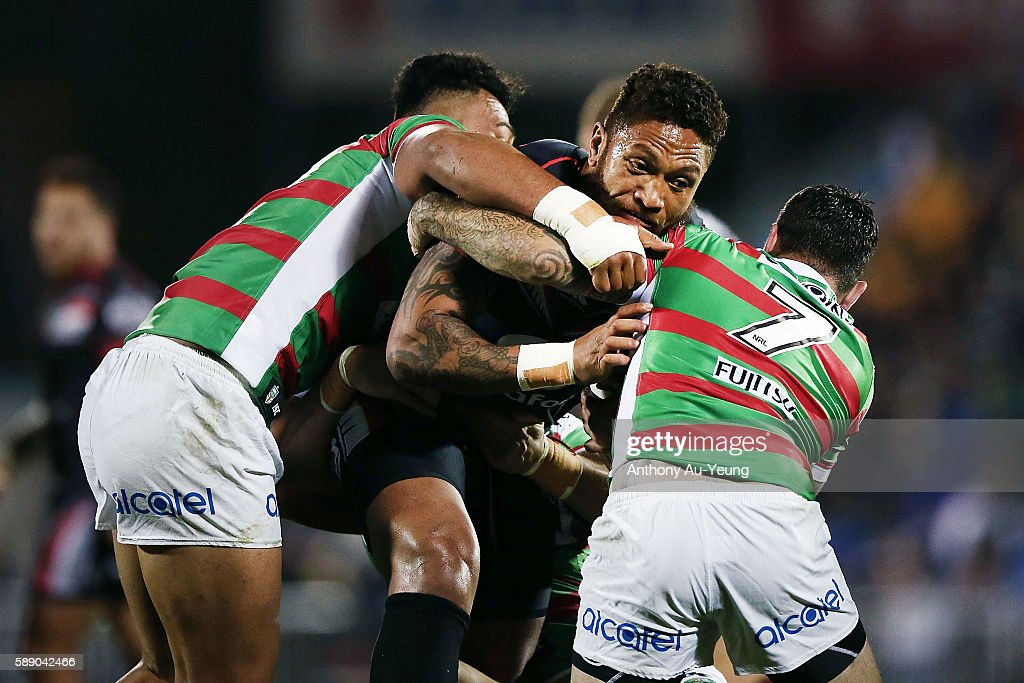 Manu Vatuvei of the Warriors on the charge against Adam Reynolds of the Rabbitohs during the round 23 NRL match between the New Zealand Warriors and the South Sydney Rabbitohs at Mount Smart Stadium on August 13, 2016 in Auckland, New Zealand.