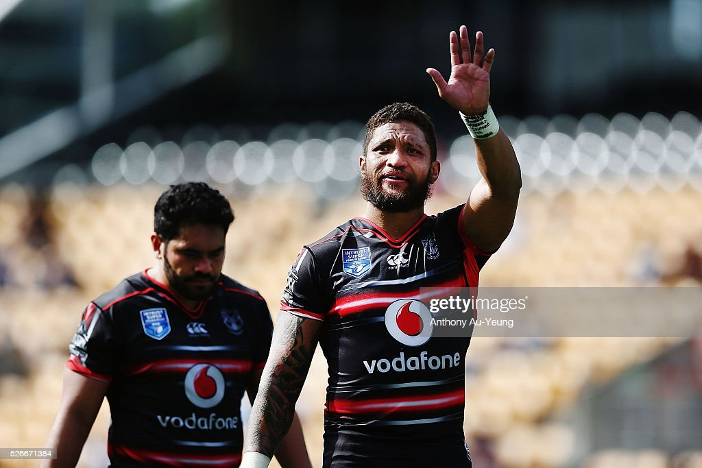 <a gi-track='captionPersonalityLinkClicked' href=/galleries/search?phrase=Manu+Vatuvei&family=editorial&specificpeople=540239 ng-click='$event.stopPropagation()'>Manu Vatuvei</a> of the Warriors waves to his family after the round nine NSW Intrust Super Cup Premiership match between the New Zealand Warriors and the Canterbury Bankstown Bulldogs at Mt Smart Stadium on May 1, 2016 in Auckland, New Zealand.