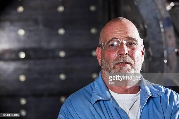 Trabalhador Manual usando óculos de segurança