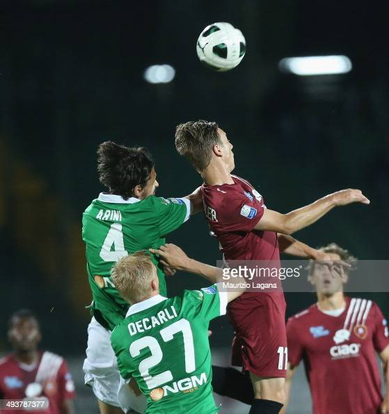 Manuel Fishnaller of Reggina competes for the ball in air with Mariano Arini of Avellino during the Serie B match between US Avellino and Reggina...