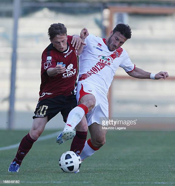 Manuel Fishnaller of Reggina competes for the ball with Federico Piovaccari of Grosseto during the Serie B match between Reggina Calcio and US...