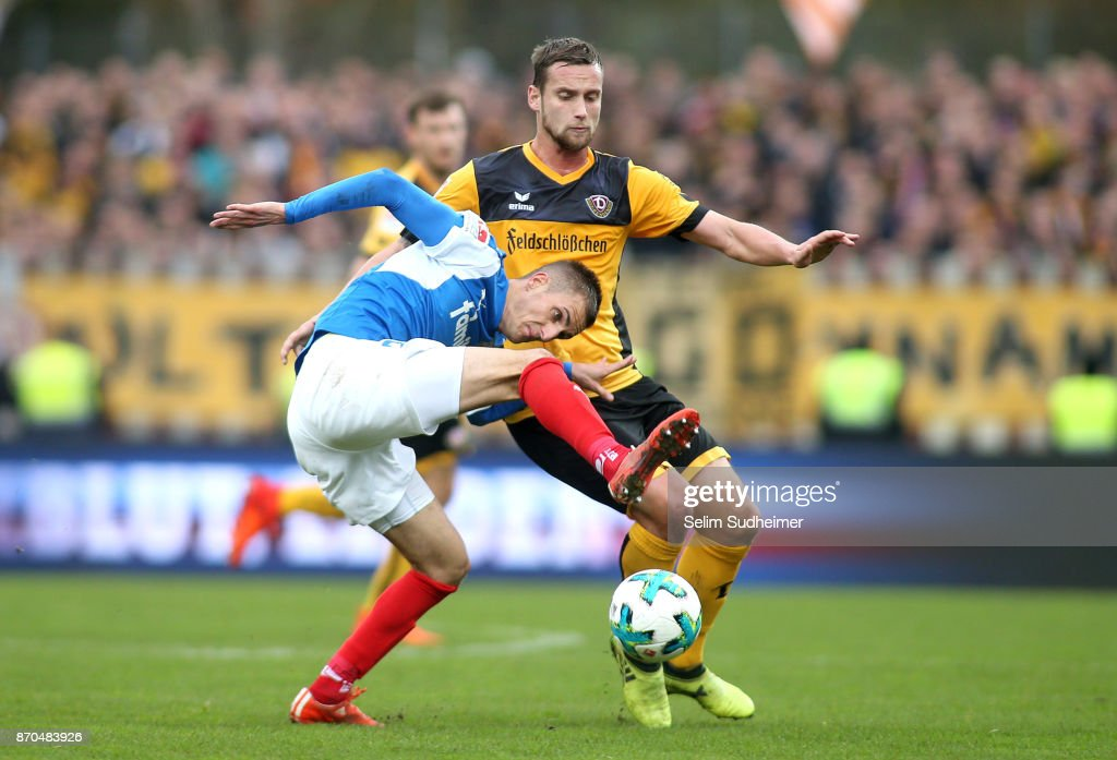 Manuel Konrad of Dynamo Dresden (R) fights for the ball with Dominick Drexler of Holstein Kiel during the Second Bundesliga match between Holstein Kiel and SG Dynamo Dresden at Holstein-Stadion on November 5, 2017 in Kiel, Germany.