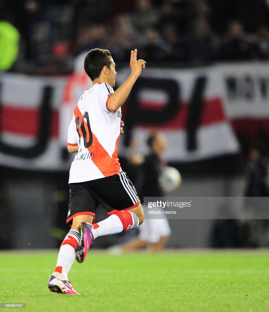 <a gi-track='captionPersonalityLinkClicked' href=/galleries/search?phrase=Manuel+Lanzini&family=editorial&specificpeople=7150862 ng-click='$event.stopPropagation()'>Manuel Lanzini</a> of River Plate celebrates a scored goal during a match between River Plate and Tigre as part of the 6th round of the Torneo Inicial 2013 at Monumental Stadium on September 08, 2013 in Buenos Aires, Argentina.