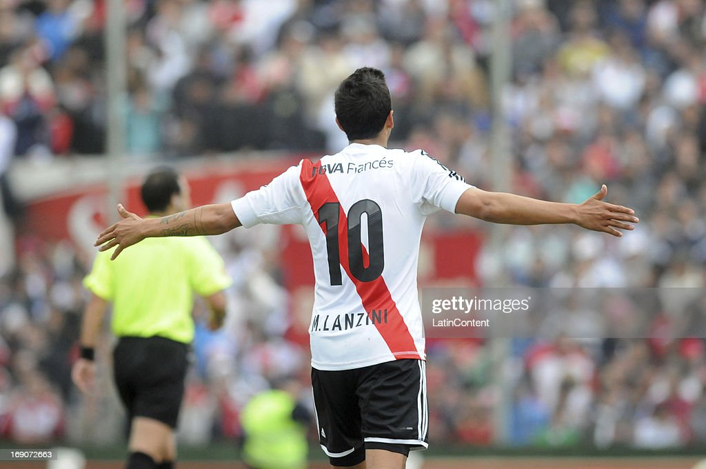 <a gi-track='captionPersonalityLinkClicked' href=/galleries/search?phrase=Manuel+Lanzini&family=editorial&specificpeople=7150862 ng-click='$event.stopPropagation()'>Manuel Lanzini</a> of River Plate gestures during a match between Union de Santa Fe and River Plate as part of the Torneo Final 2013 at 15 de Abril stadiun on May 19, 2013 in Santa Fe, Argentina.