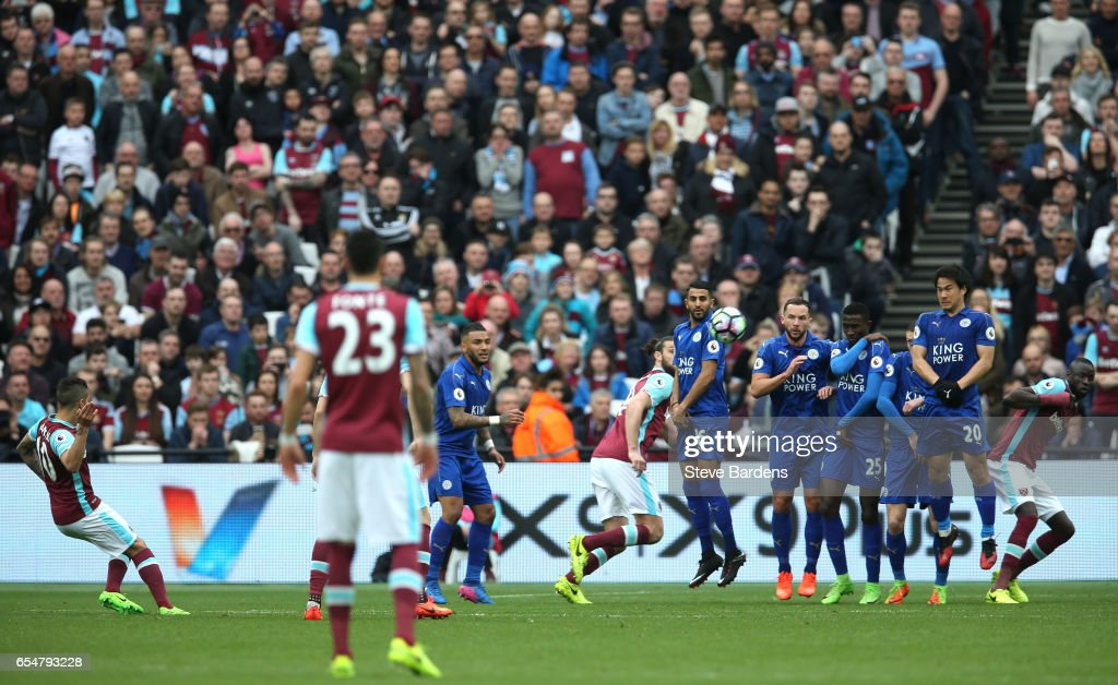 Manuel Lanzini of West Ham United (L) scores his sides first goal during the Premier League match between West Ham United and Leicester City at London Stadium on March 18, 2017 in Stratford, England.