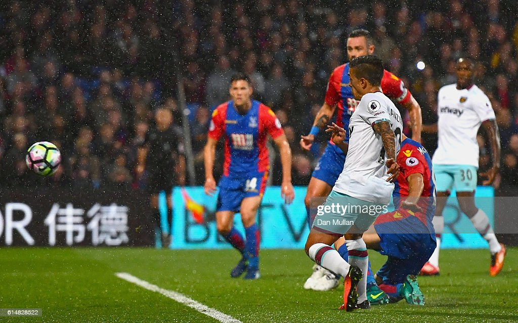 Manuel Lanzini of West Ham United scores the opening goal during the Premier League match between Crystal Palace and West Ham United at Selhurst Park on October 15, 2016 in London, England.