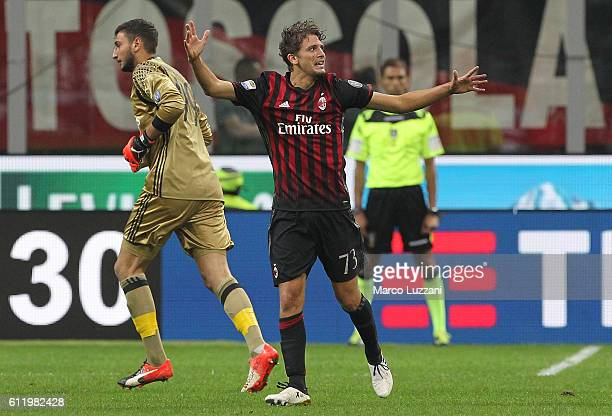 Manuel Locatelli of AC Milan celebrates his goal during the Serie A match between AC Milan and US Sassuolo at Stadio Giuseppe Meazza on October 2...