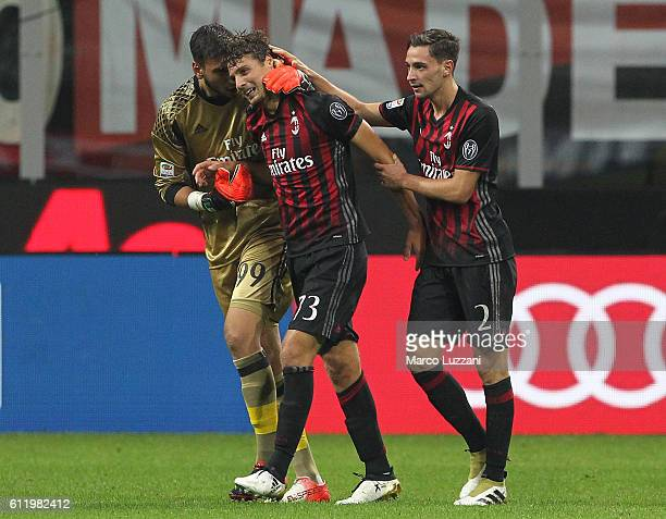 Manuel Locatelli of AC Milan celebrates his goal with his teammate Gianluigi Donnarumma and Mattia De Sciglio during the Serie A match between AC...