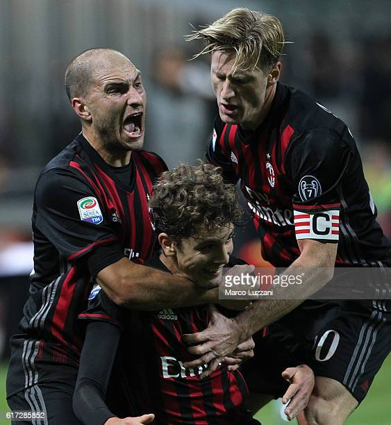 Manuel Locatelli of AC Milan celebrates with his teammates Gabriel Paletta and Ignazio Abate after scoring the opening goal during the Serie A match...
