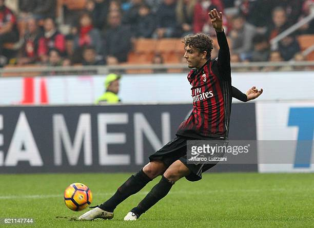 Manuel Locatelli of AC Milan in action during the Serie A match between AC Milan and Pescara Calcio at Stadio Giuseppe Meazza on October 30 2016 in...