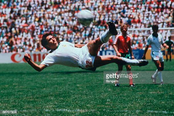 Manuel Negrete of Mexico in action during the World Cup quarter final match between Mexico and Bulgaria on June 15 1986 in Mexico City Mexico