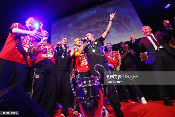 Manuel Neuer Arjen Robben Thomas Mueller Bastian Schweinsteiger Rafinha and head coach Jupp Heynckes of FC Bayern Muenchen attend the Bayern Muenchen...