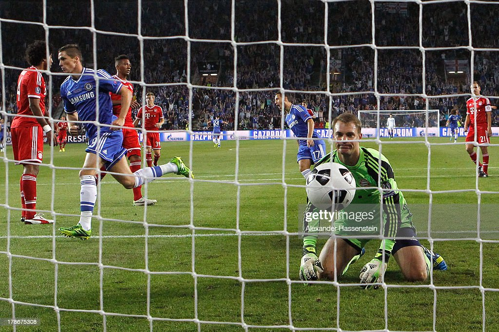 Manuel Neuer, keeper of Muenchen reacts whilst Fernando Torres (2nd L) of Chelsea celebrates scoring the opening goal during the UEFA Super Cup between FC Bayern Muenchen and Chelsea FC at Stadion Eden on August 30, 2013 in Prague, Czech Republic.