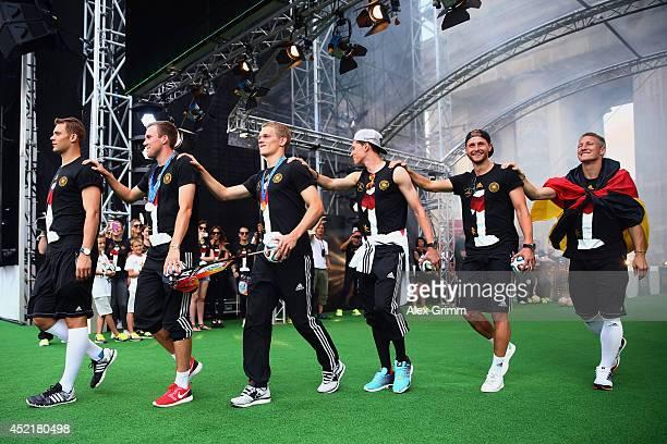 Manuel Neuer Kevin Grosskreutz Matthias Ginter Julian Draxler Benedikt Hoewedes and Bastian Schweinsteiger celebrate on stage at the German team...