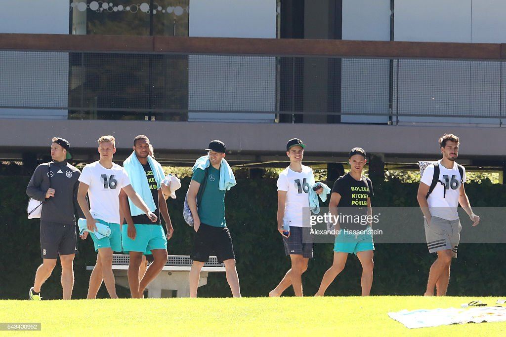 <a gi-track='captionPersonalityLinkClicked' href=/galleries/search?phrase=Manuel+Neuer&family=editorial&specificpeople=764621 ng-click='$event.stopPropagation()'>Manuel Neuer</a>, <a gi-track='captionPersonalityLinkClicked' href=/galleries/search?phrase=Marc-Andre+ter+Stegen&family=editorial&specificpeople=5528638 ng-click='$event.stopPropagation()'>Marc-Andre ter Stegen</a>, <a gi-track='captionPersonalityLinkClicked' href=/galleries/search?phrase=Jonathan+Tah&family=editorial&specificpeople=7917859 ng-click='$event.stopPropagation()'>Jonathan Tah</a>, <a gi-track='captionPersonalityLinkClicked' href=/galleries/search?phrase=Andre+Schuerrle&family=editorial&specificpeople=5513825 ng-click='$event.stopPropagation()'>Andre Schuerrle</a>, <a gi-track='captionPersonalityLinkClicked' href=/galleries/search?phrase=Julian+Weigl&family=editorial&specificpeople=6850845 ng-click='$event.stopPropagation()'>Julian Weigl</a>, <a gi-track='captionPersonalityLinkClicked' href=/galleries/search?phrase=Joshua+Kimmich&family=editorial&specificpeople=9479434 ng-click='$event.stopPropagation()'>Joshua Kimmich</a> and <a gi-track='captionPersonalityLinkClicked' href=/galleries/search?phrase=Mats+Hummels&family=editorial&specificpeople=595395 ng-click='$event.stopPropagation()'>Mats Hummels</a> of team Germany visits the public Evian swimming pool on June 28, 2016 in Evian-les-Bains, France.