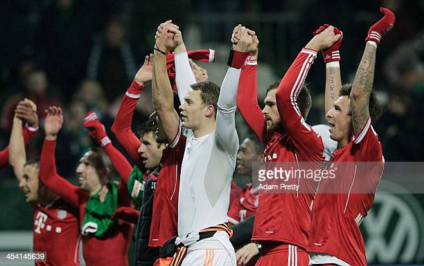 Manuel Neuer of Bayern and team mates celebrate victory in the Bundesliga match between Werder Bremen and FC Bayern Muenchen at Weserstadion on...