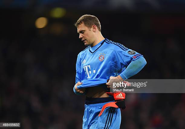 Manuel Neuer of Bayern Munich looks dejected after defeat in the UEFA Champions League Group F match between Arsenal FC and FC Bayern Munchen at...