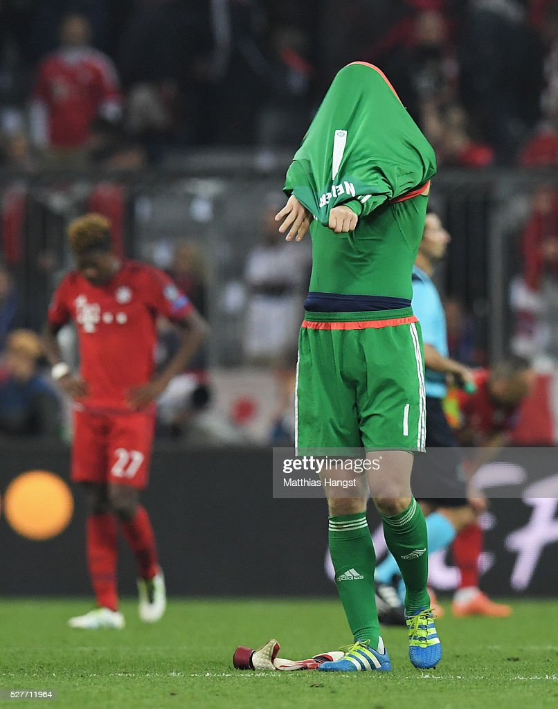 Manuel Neuer of Bayern Munich looks dejected after the UEFA Champions League semi final second leg match between FC Bayern Muenchen and Club Atletico de Madrid at Allianz Arena on May 3, 2016 in Munich, Germany. Bayern Munich won the match 2-1, but Atletico Madrid reached the final on the away goals rule.