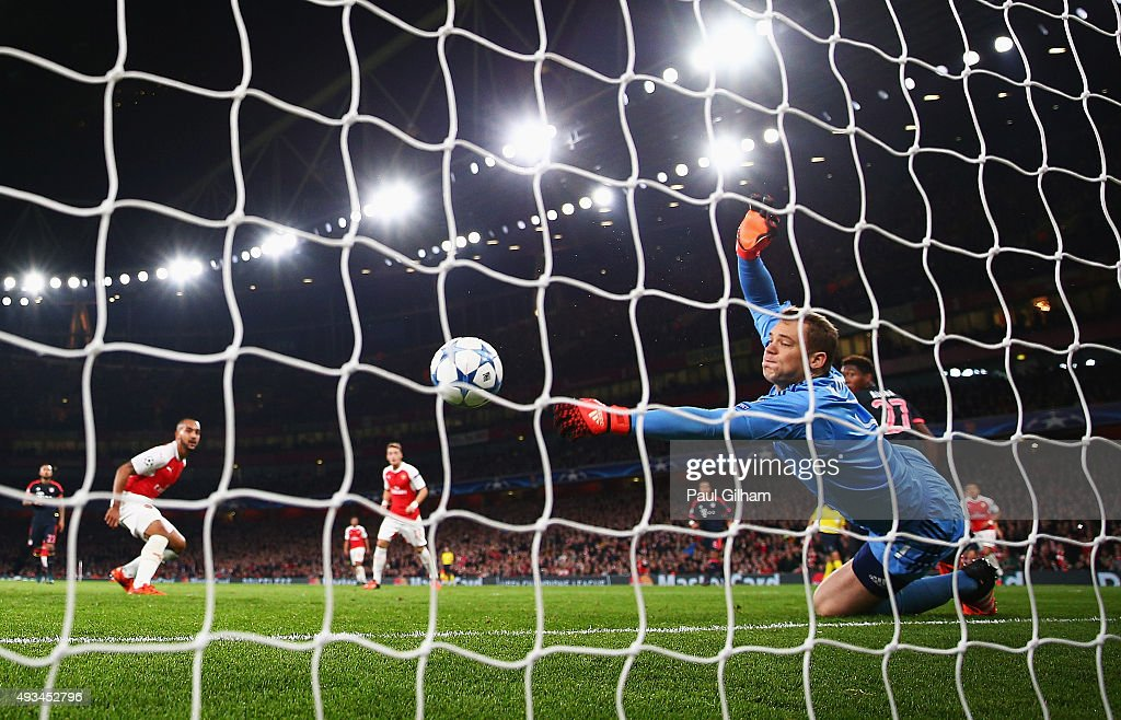 <a gi-track='captionPersonalityLinkClicked' href=/galleries/search?phrase=Manuel+Neuer&family=editorial&specificpeople=764621 ng-click='$event.stopPropagation()'>Manuel Neuer</a> of Bayern Munich makes a save from <a gi-track='captionPersonalityLinkClicked' href=/galleries/search?phrase=Theo+Walcott&family=editorial&specificpeople=451535 ng-click='$event.stopPropagation()'>Theo Walcott</a> of Arsenal during the UEFA Champions League Group F match between Arsenal FC and FC Bayern Munchen at Emirates Stadium on October 20, 2015 in London, United Kingdom.
