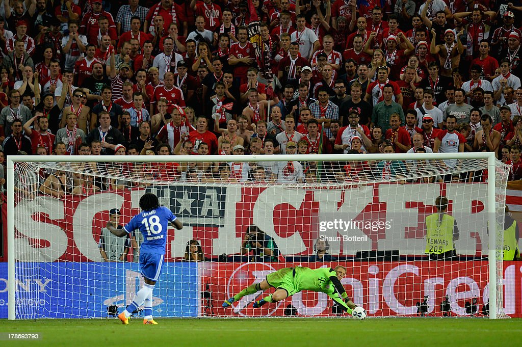 <a gi-track='captionPersonalityLinkClicked' href=/galleries/search?phrase=Manuel+Neuer&family=editorial&specificpeople=764621 ng-click='$event.stopPropagation()'>Manuel Neuer</a> of Bayern Munich saves <a gi-track='captionPersonalityLinkClicked' href=/galleries/search?phrase=Romelu+Lukaku&family=editorial&specificpeople=6342802 ng-click='$event.stopPropagation()'>Romelu Lukaku</a> of Chelsea's penalty during the UEFA Super Cup between Bayern Muenchen and Chelsea at Stadion Eden on August 30, 2013 in Prague, Czech Republic.