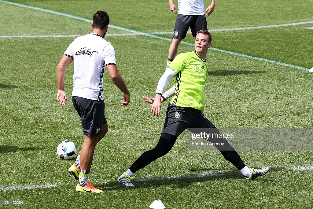 Manuel Neuer (R) of German National Football Team attends a training session at Lago Maggiore in Ascona, Switzerland on May 26, 2016. Germany's national soccer team prepares for the upcoming UEFA EURO 2016, to be held in France, in a training camp in Ascona.