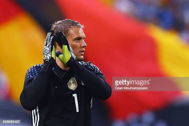 Manuel Neuer of Germany applaudes the fans after victory in the international friendly match between Germany and Hungary at VeltinsArena on June 4...