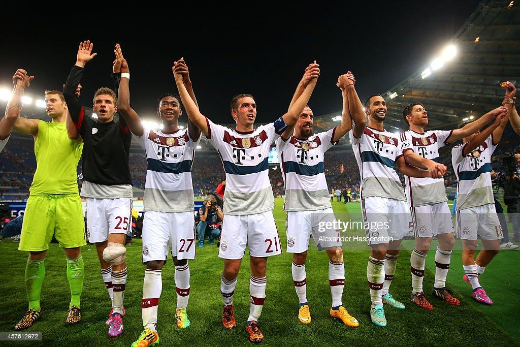 Manuel Neuer Thomas Mueller David Alaba Philipp Lahm Franck Ribery Mehdi Benatia and Xabi Alonso of Bayern Muenchen celebrate victory after the UEFA...