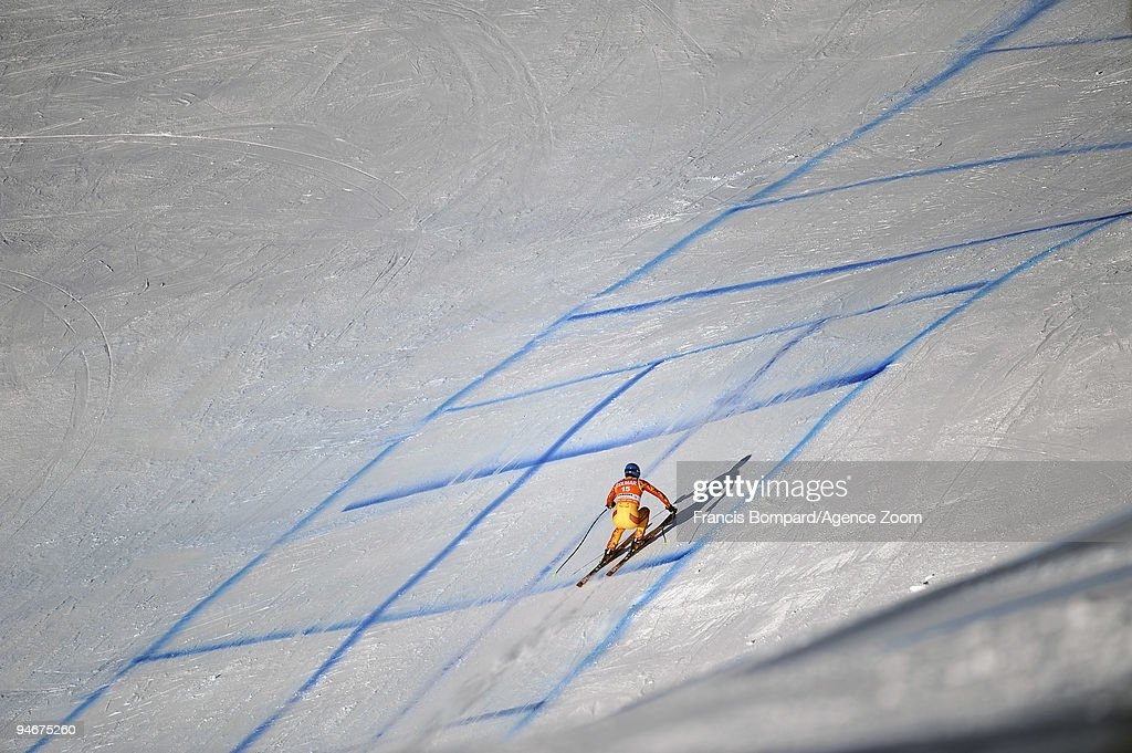 <a gi-track='captionPersonalityLinkClicked' href=/galleries/search?phrase=Manuel+Osborne-Paradis&family=editorial&specificpeople=5402183 ng-click='$event.stopPropagation()'>Manuel Osborne-Paradis</a> of Canada skis during the Audi FIS Alpine Ski World Cup Men's Downhill Training on December 17, 2009 in Val Gardena, Italy.