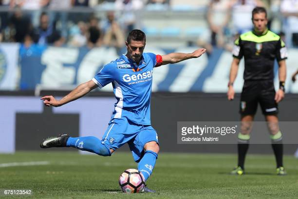 Manuel Pucciarelli of Empoli FC scores a goal during the Serie A match between Empoli FC and US Sassuolo at Stadio Carlo Castellani on April 30 2017...